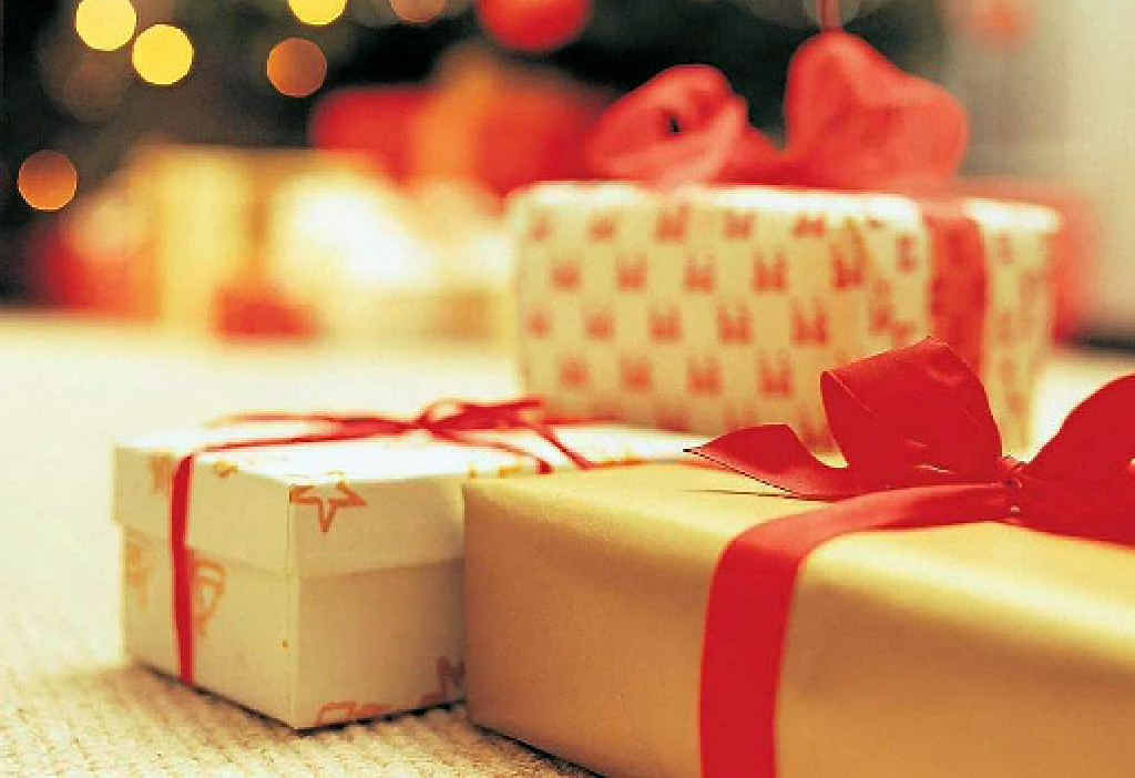 SECOND CHANCE: Readers can win $1000 to buy a Christmas gift they wanted but didn't receive in The Observer's Second Chance Santa promotion.