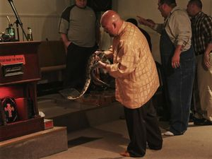 Snake Salvation preacher dies after refusing treatment