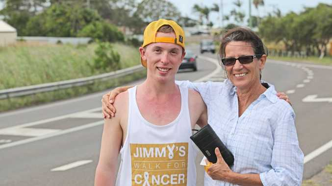 Jimmy Harrington found a purse in Gin Gin during his Brainchild Foundation fundraiser walk around Australia. After tracking the owner down, Jimmy was able give the purse back to the owner Claire Vale on the side of the David Low Way, Bli Bli. Photo Darryn Smith / Sunshine Coast Daily