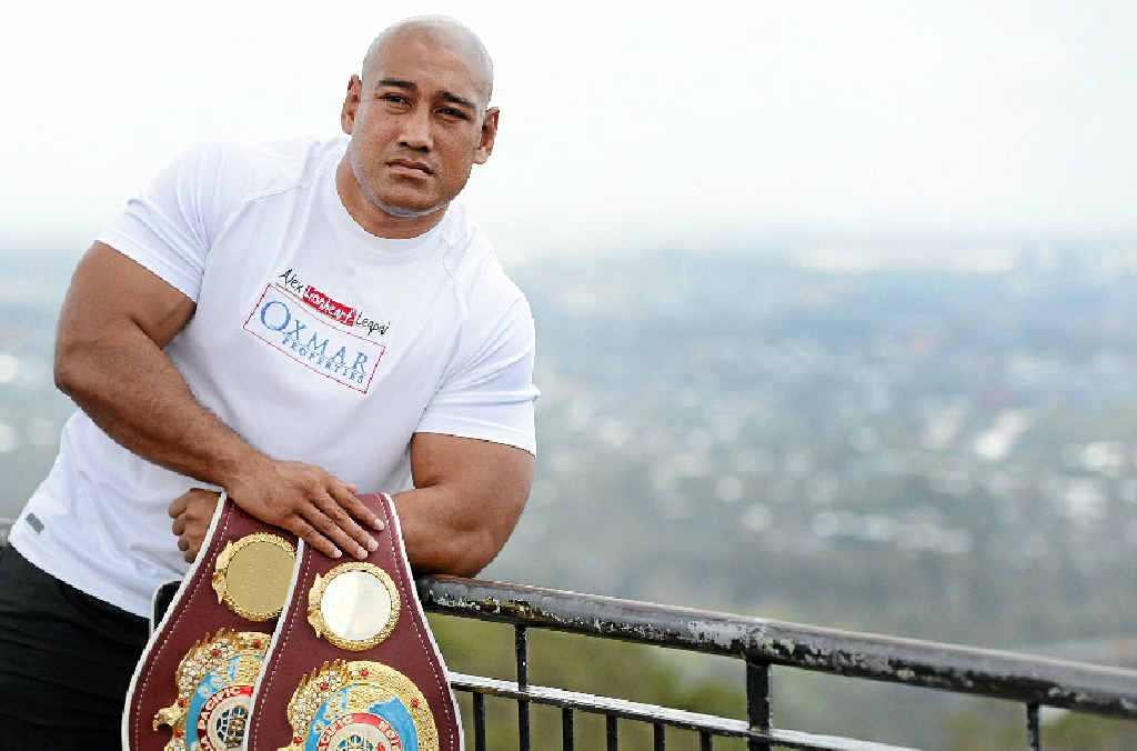 Australian boxer Alex Leapai will fight Ukrainian Wladimir Klitschko for the world heavyweight title.