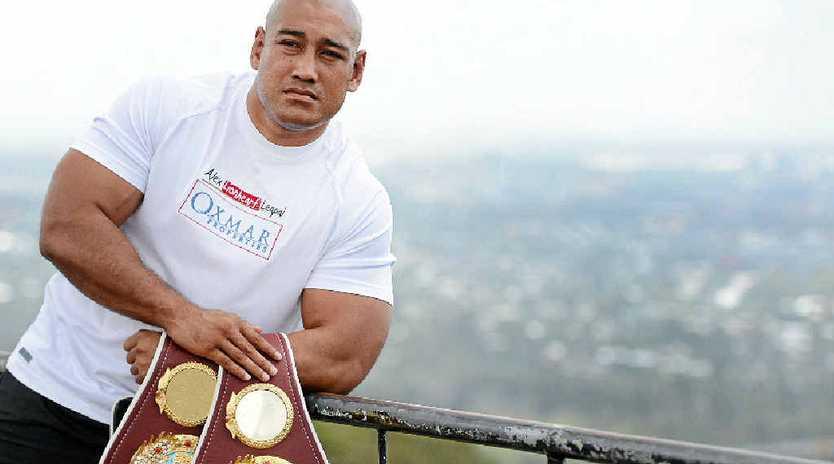 Australian boxer Alex Leapai will fight Ukrainian Wladimir Klitschko for the world heavyweight title.