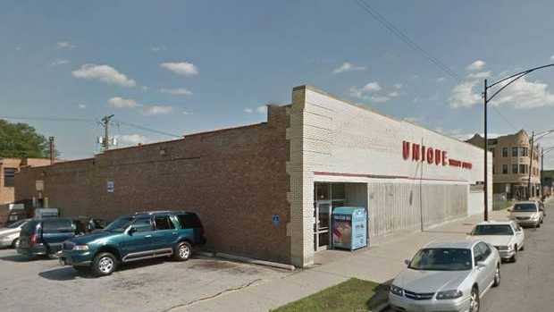 The freak accident took place at the Unique Thrift Shop in Chicago. Image: Google Street View