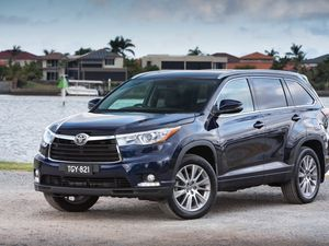 2014 Toyota Kluger starts from $40,990
