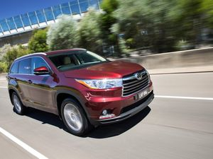 2014 Toyota Kluger road test review | Golden silence
