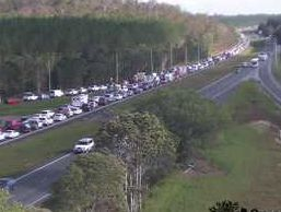 Traffic camera from the Bruce Hwy at Johnson Rd at Glasshouse Mountain (looking south).