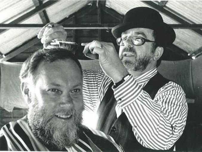 Lisle Thomas cutting Bill Merritt's hair in 1990.