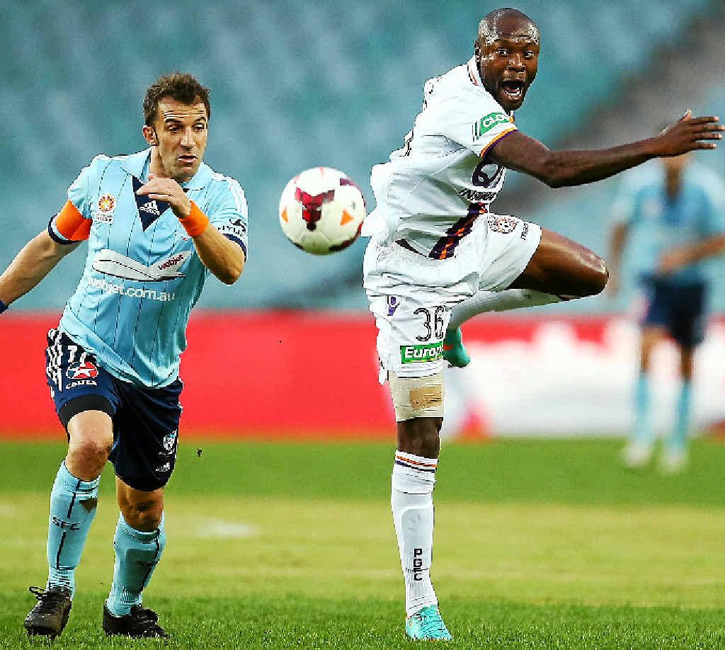 Alessandro Del Piero of Sydney and William Gallas of Perth contest possession at Allianz Stadium last night.