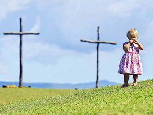 Three Crosses service draws 800 Christians