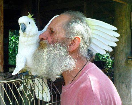 'Wazza' and his cockatoo Roada at Wazza's Platypus Bush Camp.