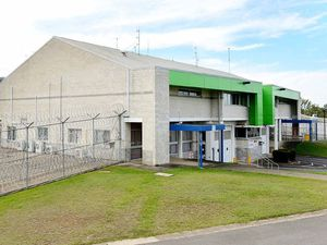 Bleijie's 'double bunk' plan dangerous for prisoners and staff