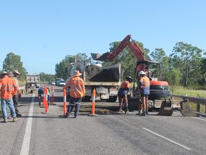 Council workers fix the 'sink hole' on Bruce Hwy