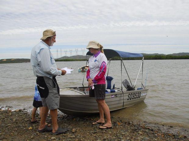 Gladfish volunteer John Platten talks to HookUp anglers. Photo Scott Sawyer / The Observer