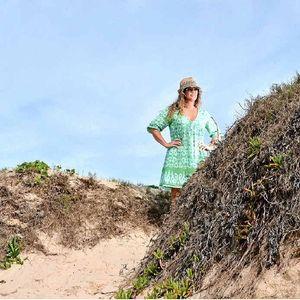 Suzy Warns Of Masturbating Pervert At Bokarina Beach Sunshine