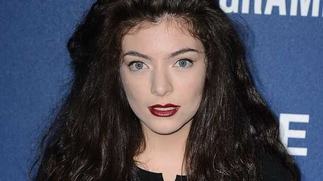 Lorde has claimed a photographer has been