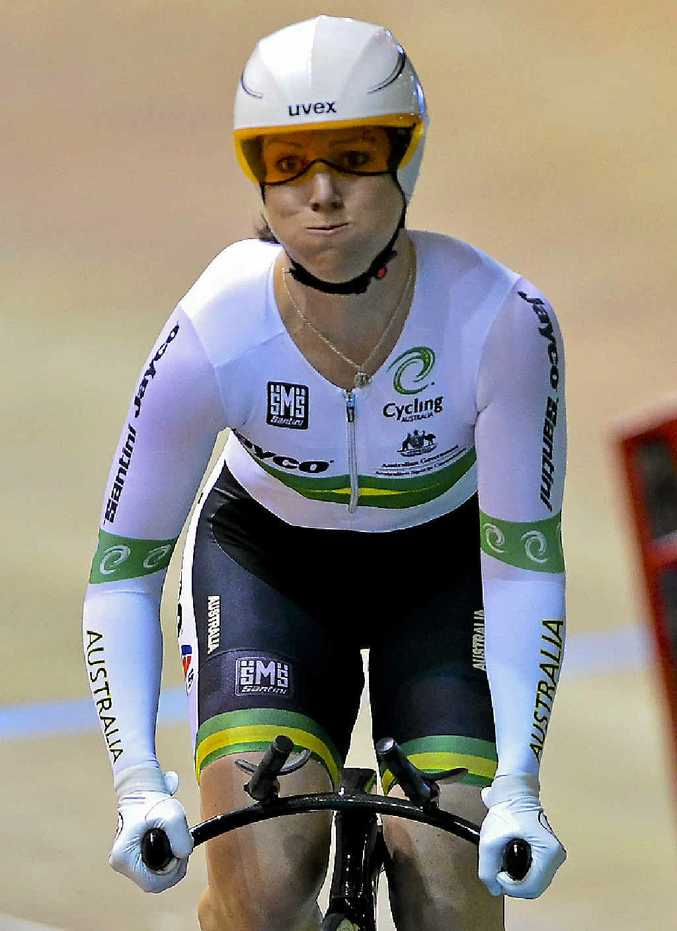 Australia's queen of the track, Anna Meares, has turned to American football to try and give her an edge at the Commonwealth Games.