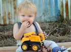 One-year-old Kyan has true birthday bash with cake smash