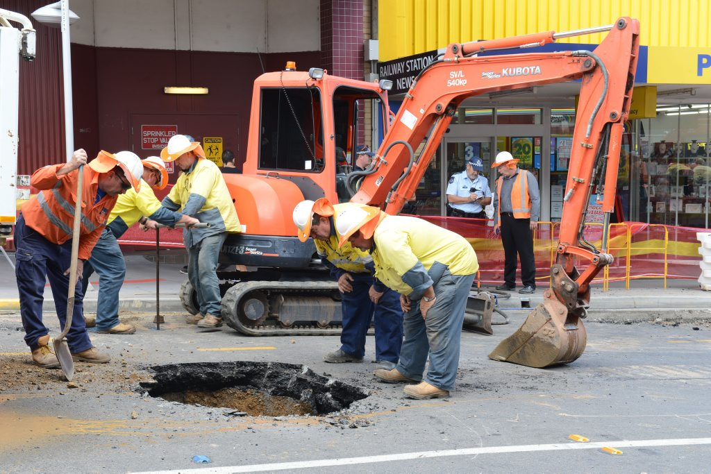 MAJOR DISRUPTION: A burst water main caused some headaches in Bell Street on yesterday morning.