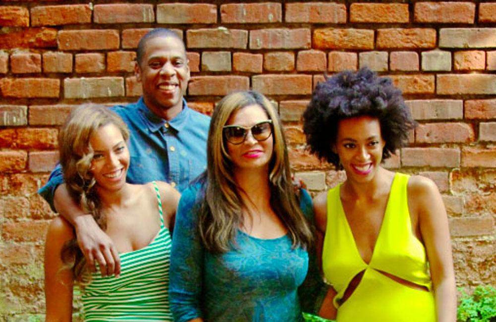 (L-R) Beyonce, Jay Z, Tina Knowles, Solange Knowles (c) Beyonce.com
