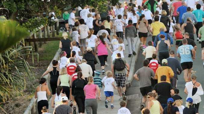 Caloundra Foreshore Fun Run - 3km fun runners head up Moffat Headland. Photo Brett Wortman / Sunshine Coast Daily
