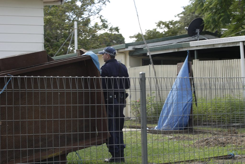 Police attend a seige-like situation with a man holed up in his Morayfield home. Photo Erica Baigrie / Caboolture News