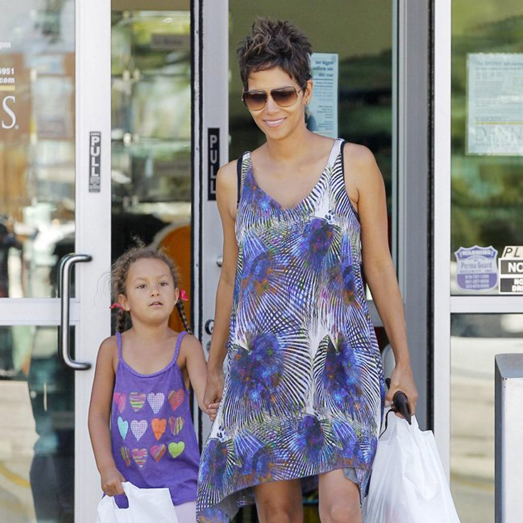A pregnant Halle Berry runs some errands with daughter Nahla in Los Angeles, California.  Pictured: Halle Berry and Nahla Aubry Ref: SPL541794 150513  Picture by: Headlinephoto / Splash News  Splash News and Pictures Los Angeles: 310-821-2666 New York: 212-619-2666 London: 870-934-2666 photodesk@splashnews.com