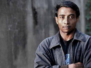 Honesty beats desperation as refugee hands over lost money