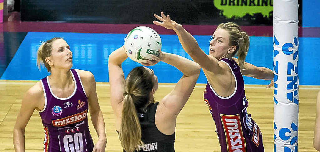 Clare McMeniman (left) and Laura Geitz (right) in defence for the Queensland Firebirds.