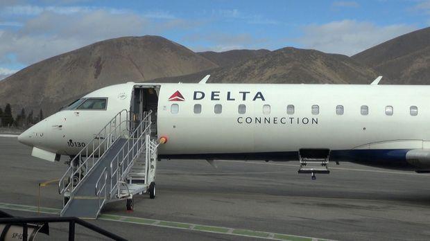 Delta flight at Sun Valley Airport