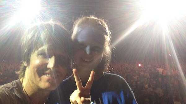 Keith Urban stopped his show after a young girl asked for a 'selfie' with him. Photo: Twitter