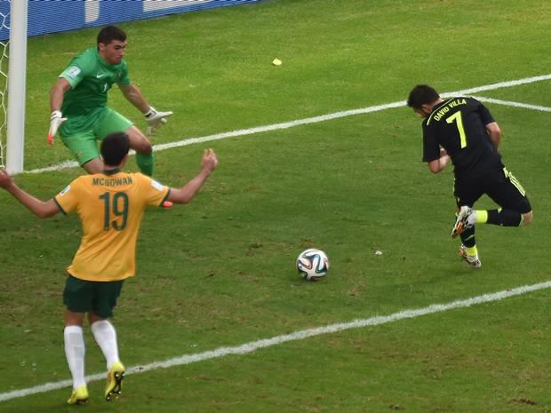 David Villa scores for Spain against Australia