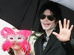 "Police report: Michael Jackson had pics of ""child nudity"""
