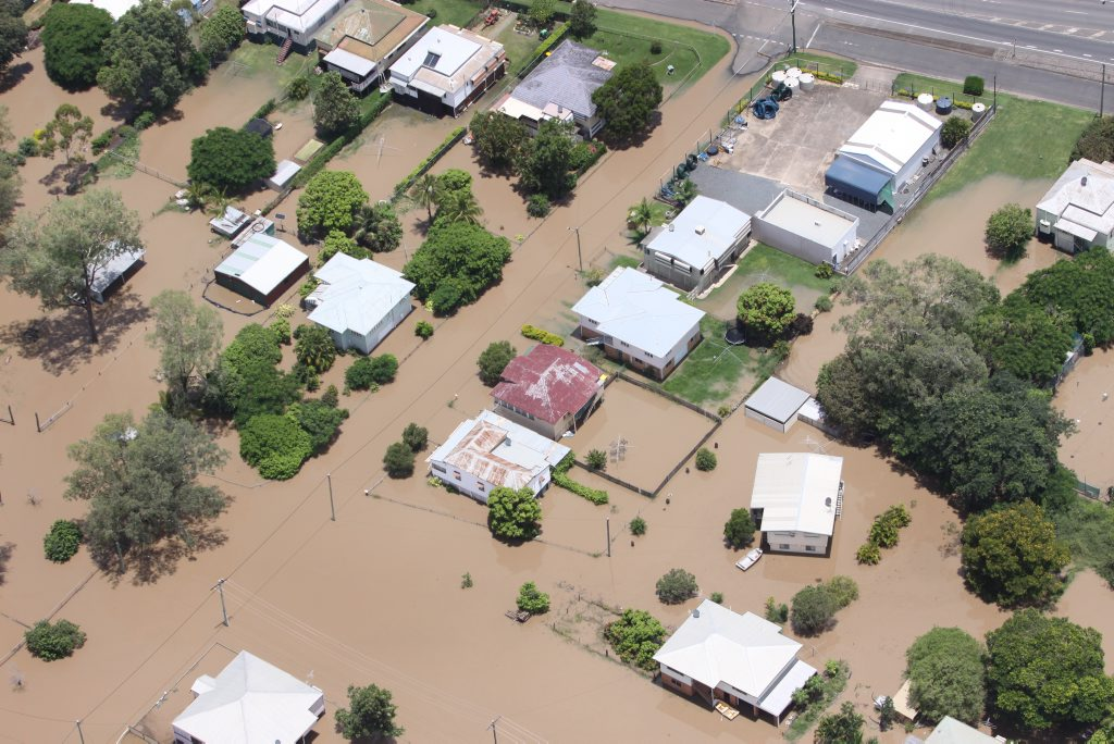 Houses in streets off Lakes Creek Road, North Rockhampton surrounded by water as the Fitzroy River floods. Photo Chris Ison / The Morning Bulletin ROK050111-flood-c23