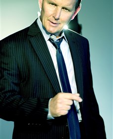 Tom Burlinson will be playing his Simply Sinatra show at the Saraton Theatre.