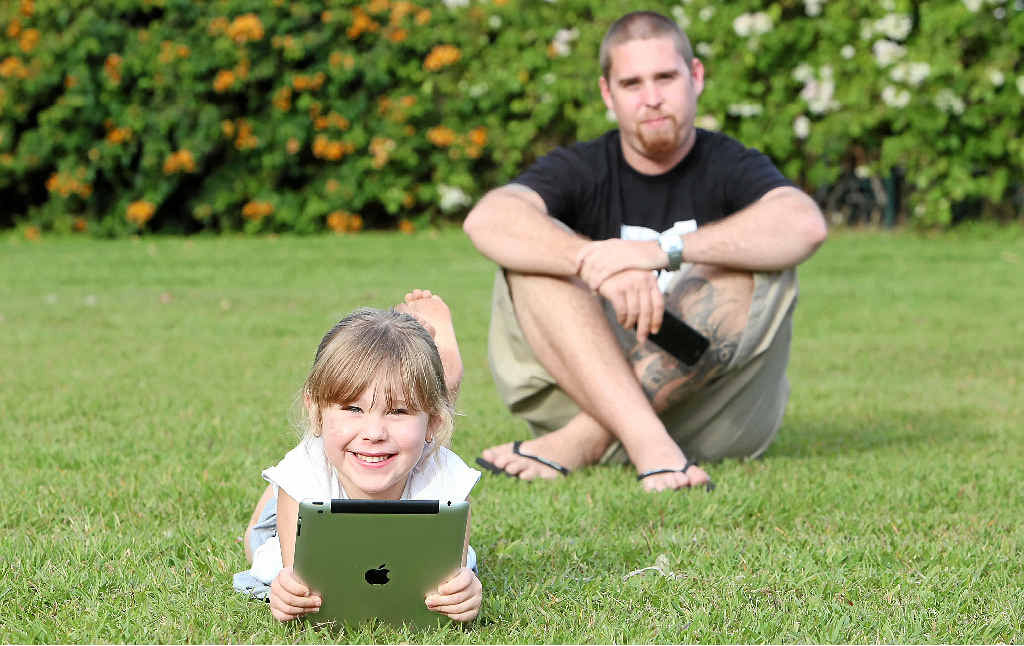 'Mobile detective' Ash Cunningham with his daughter Bella.