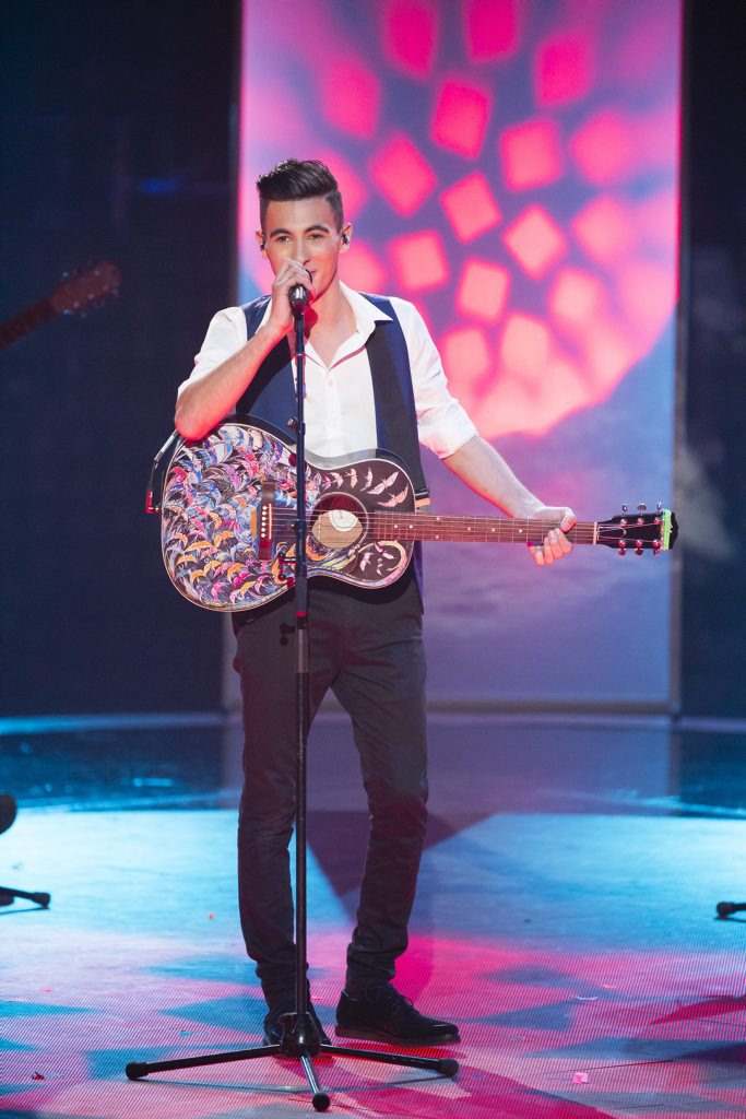 Isaac McGovern performing Geronimo in The Voice live quarterfinals.