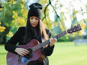 Folk-pop singer Mia Wray moving in on British star