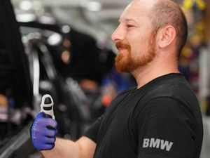 BMW gives workers 3D-printed 'super thumbs'