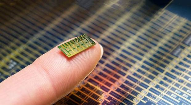 The wireless 'contraceptive chip' that's implanted under the skin.