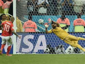 Argentina's Sergio Romero breaks Dutch hearts