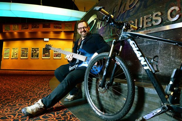 STRUMMING UP SUPPORT: Darren Porter is holding a blues music night to raise funds for the Ride to Conquer Cancer.