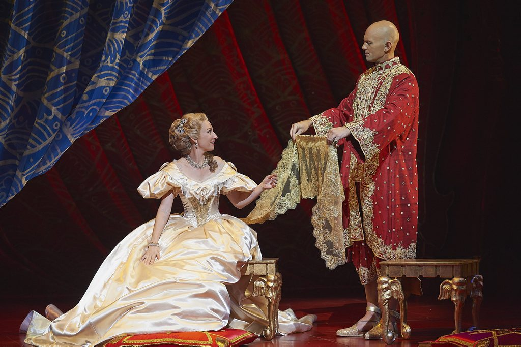 Lisa McCune and Teddy Tahu Rhodes in the musical The King and I.