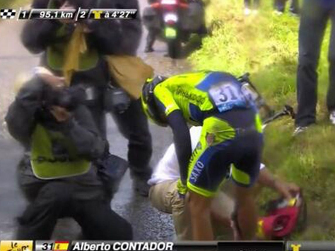 Contador crashes on stage 10, and is forced to abandon his campaign
