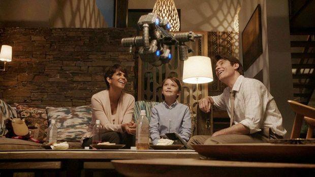 Halle Berry, Pierce Gagnon and Goran Visnjic in futuristic mystery series Extant. Photo Network Ten