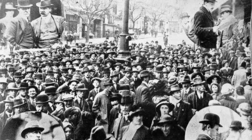 Crowds wait outside the offices of the Melbourne Argus newspaper awaiting news of the outbreak of the war in Europe.
