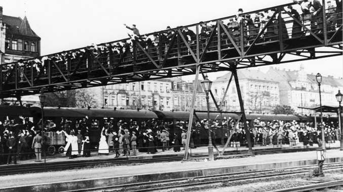 Troops leave the F rth main railway station in southern Germany for the front in early August 1914.