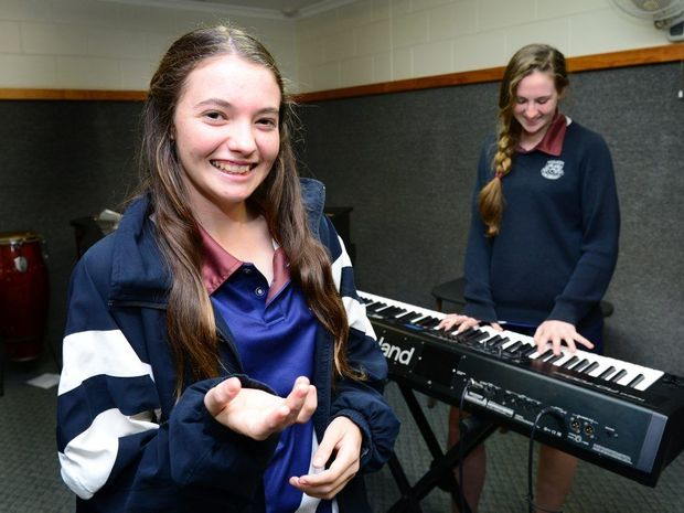 Kaylee Whitmore and Jessica Flamank rehearsing for a battle of the bands competition at Rockhampton High School. Photo Sharyn O'Neill / The Morning Bulletin
