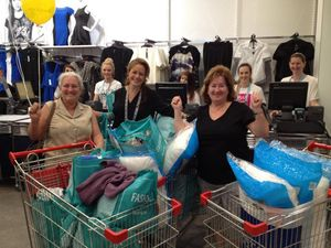 Women grab $1400 worth of gear from shop