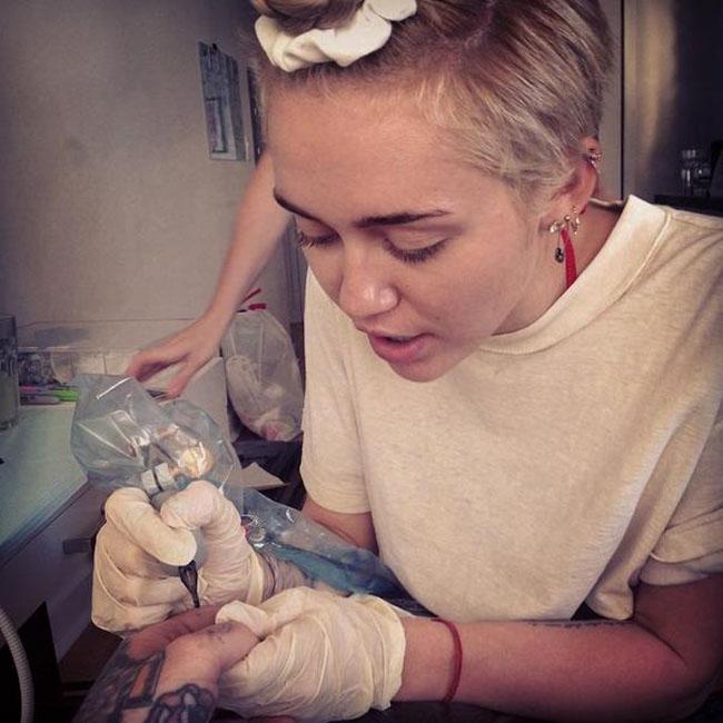 Miley Cyrus tattoos Bang Bang (c) Instagram