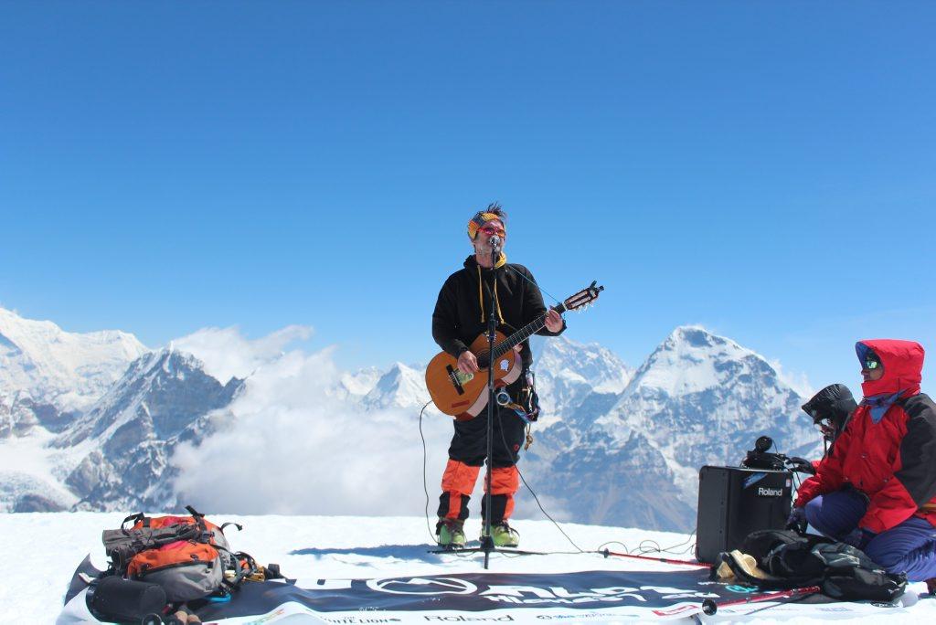 Noosa musician Oz Bayldon raised money through his charity Music4Children through