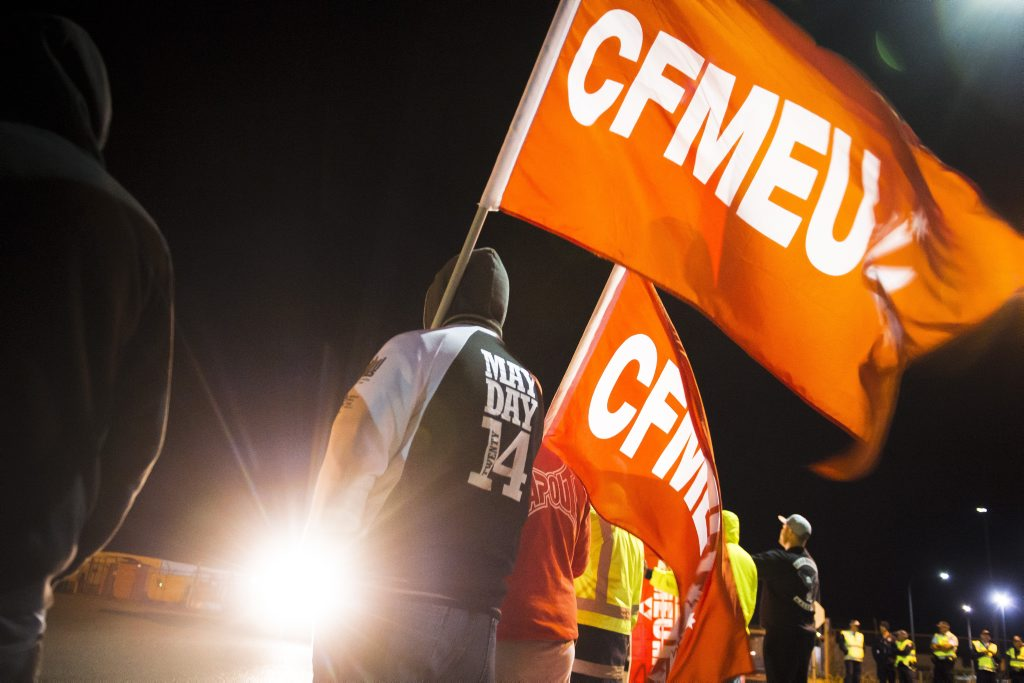 CFMEU members protesting over conditions on Bechtel's Curtis Island projects. Photo Luka Kauzlaric / The Observer